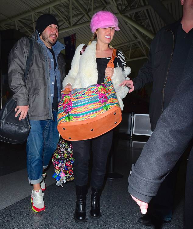 Miley arrives in New York wearing a ring that looks suscpiciouly like the one Liam gave her. Image 247PAPS.TV slash Splash News via Daily Maily