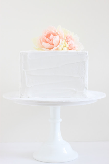 single tier wedding cake for wedding