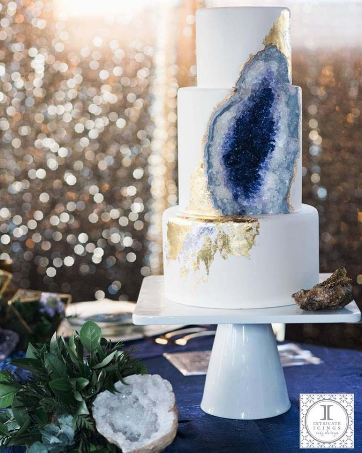 amazing-Amethyst-wedding-cake