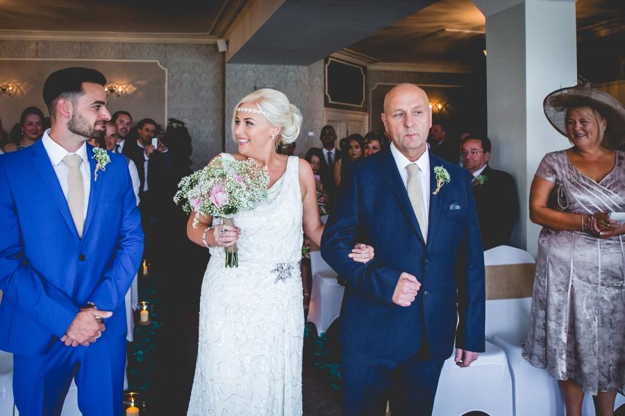 Fiona_Ian_Beach-Wedding_009
