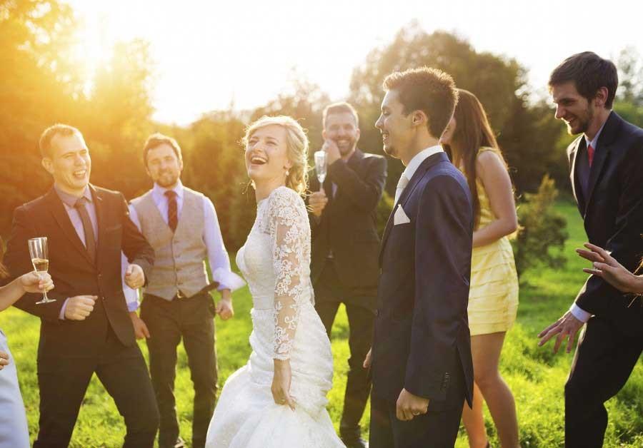 http://easyweddings-wordpress-uk.s3-eu-west-1.amazonaws.com/wp-content/uploads/sites/5/2016/03/17054523/be-a-top-wedding-guest3-900x628-900x628.jpg