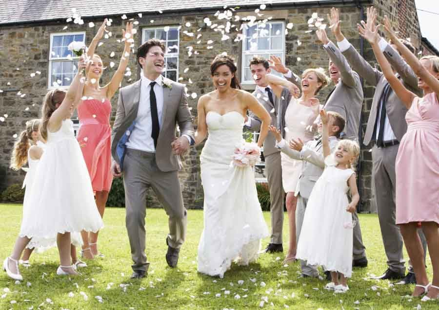 how to be an awesome wedding guest