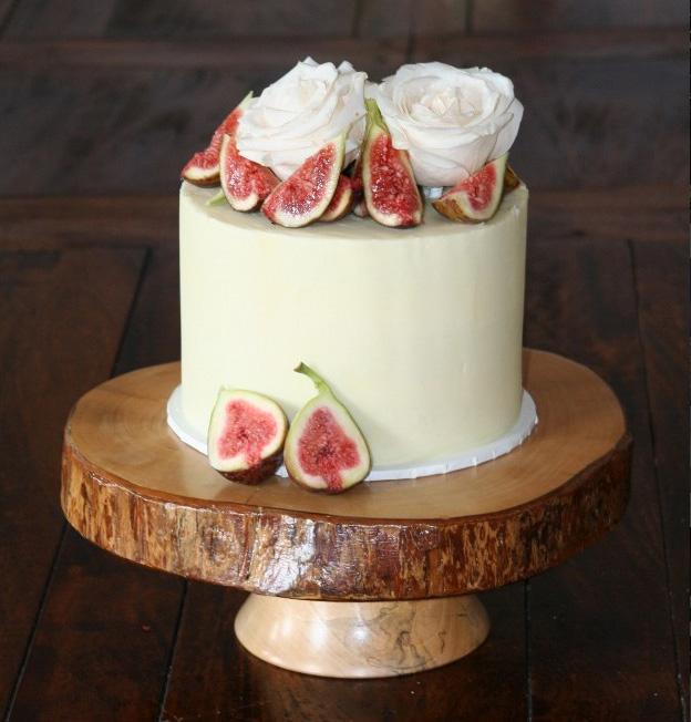 A Layer Of Love Single Tier Wedding Cakes Easy Weddings Uk